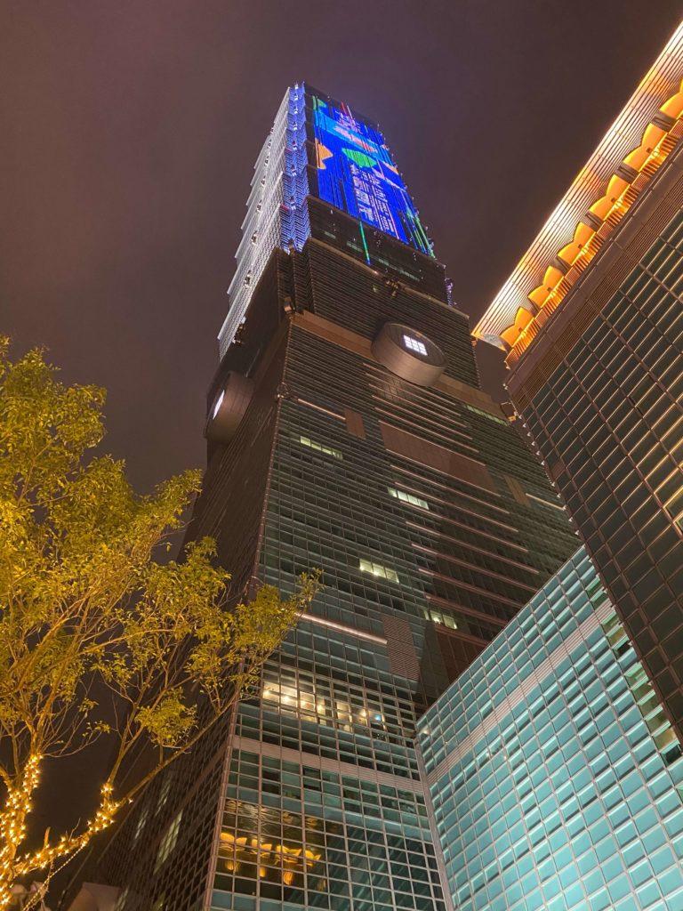 台北101_下からの写真